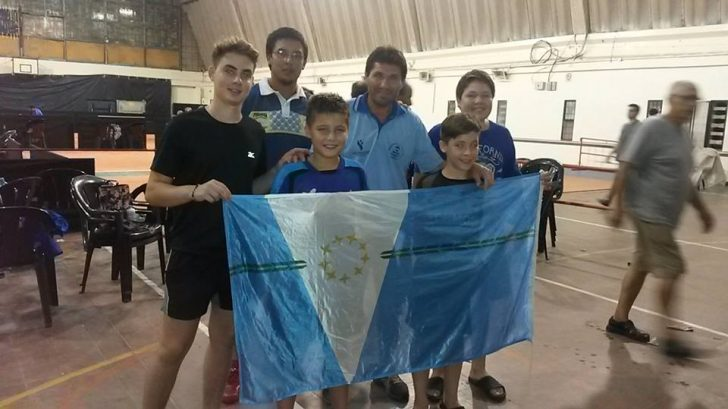 Tomás Rolla (centro) fue figura en el torneo Abierto de tenis de mesa en Asunción.